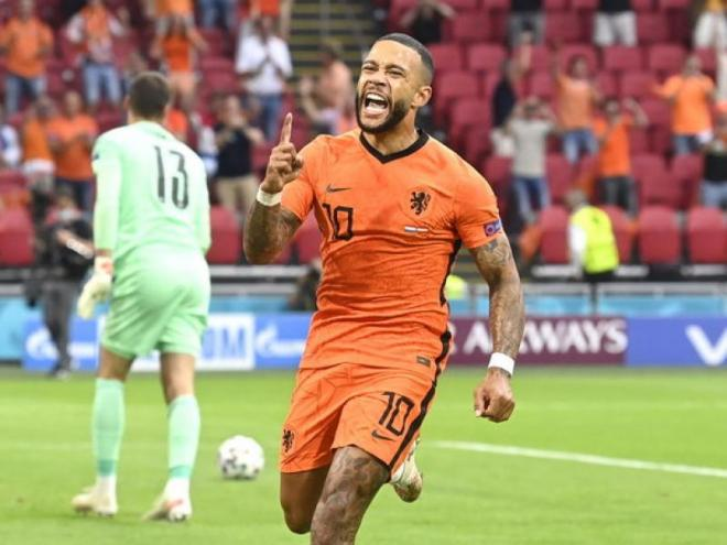 Depay celebra el gol que obria el marcador.