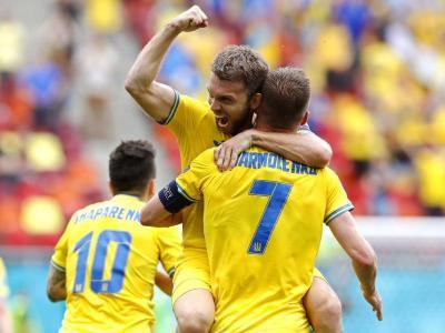 Karavaev celebra amb Yarmolenko el primer gol