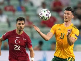 Moore durant una acció contra la selecció de Turquia