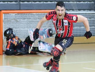 Galbas celebra un gol contra el Caldes