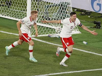 Lewandowski celebra el gol de l'empat de Polònia