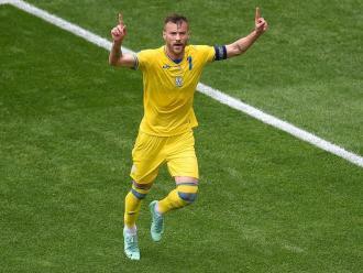 Yarmolenko celebra el seu gol contra Macedònia del Nord