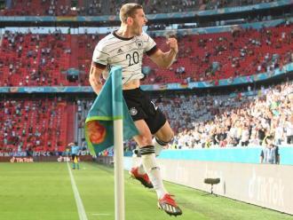 Eufòria incontrolable de Gosens després del seu gol a Portugal