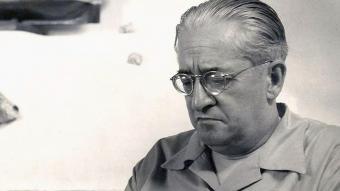 Carles Riba, a la casa de Cadaqués que li van regalar els amics el 1953