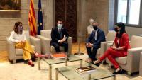 El president, Pere Aragonès, i la consellera de Presidència, Laura Vilagrà, amb Josep Maria Jové i Marta Vilalta (ERC) al Palau de la Generalitat