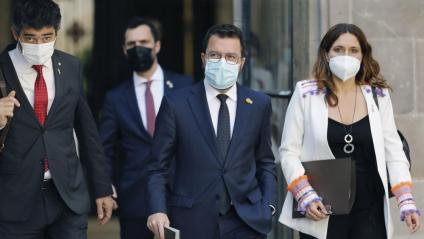 El vicepresident, Jordi Puigneró, el president de la Generalitat, Pere Aragonès, i la consellera de la Presidència, Laura Vilagrà