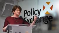 L'exprimera ministra nord-irlandesa Arlene Foster va ser destronada per una revolta interna del DUP