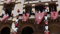 Els dos pilars de 5 aixecats de manera simultània per la Colla Vella i la Colla Joves ahir, a la plaça del Blat de Valls