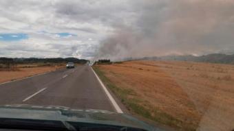 Una camió amb una roda punxada provoca 26 incendis agrícoles a peu de carretera a la Noguera