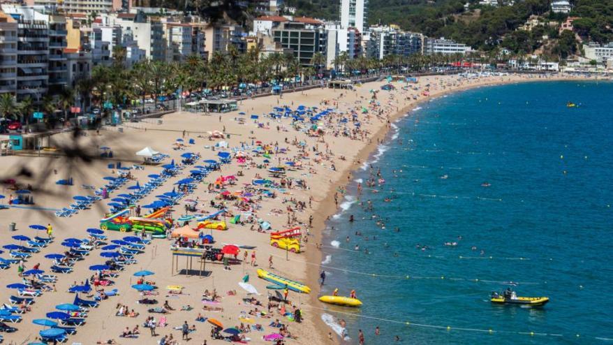 <b>El mar i les platges</b> són un dels gran atractius del país. El model ha de canviar però no l'entorn
