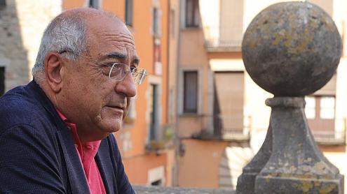 Joaquim Nadal,  fotografiat a les escales de la Catedral de Girona.