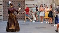 Un grup de turistes al barri gòtic de Barcelona, on l'arribada d'estrangers ja es nota
