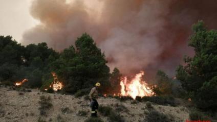 Continua actiu i sense control l'incendi de Santa Coloma de Queralt, amb 1.228 hectàrees cremades