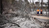 Efectius de Protecció Civil , ahir, a la zona cremada entre Ventalló i Vilopriu