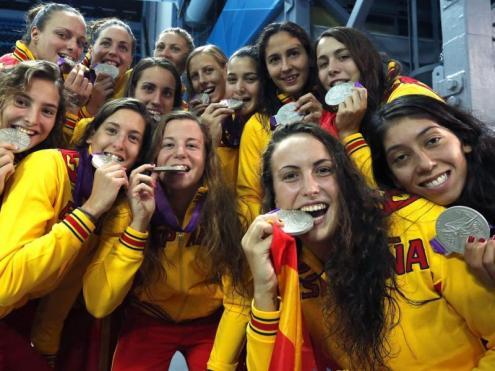 Les jugadores de la selecció espanyola amb la plata dels Jocs de Londres 2012