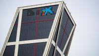"""Logotip de CaixaBank a l'antiga seu de Bankia a Madrid, a les torres KIO """"Puerta de Europa"""""""
