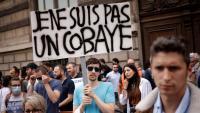 Ciutadans contraris a la vacunació de la Covid-19, durant una manifestació aquest mes a París