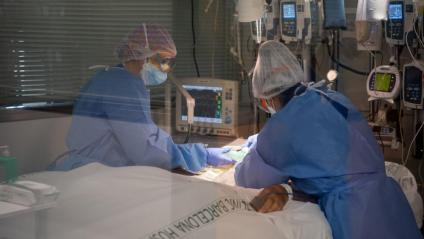 Atenció a malalts de Covid a la unitat de vigilància intensiva respiratòria de l'hospital Clínic