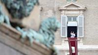 El papa Francesc, a la plaça de Sant Pere del Vaticà, durant la pregària de l'àngelus, diumenge passat