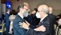 L'exconseller Andreu Mas-Colell amb l'actual conseller d'Economia, Jaume Giró