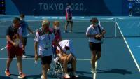 Paula Badosa abandona la pista amb cadira de rodes