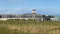 La Terminal 1 de l'Aeroport del Prat, des des del Delta de Llobregat
