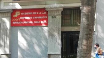 Un dels edificis que ha adquirit l'Ajuntament, al carrer del Comte Borrell