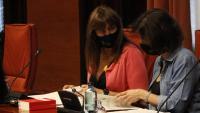 La presidenta del Parlament, Laura Borràs, parla amb la vicepresidenta segona, Eva Granados, a la Junta de Portaveus d'aquest dimecres
