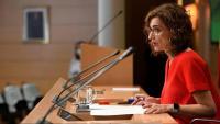 La ministra d'Hisenda, María Jesús Montero, atén els mitjans de comunicació
