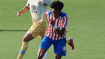 Mojica, titular, va ser un dels futbolistes que més va jugar ahir