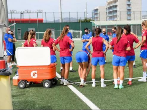 Un moment de l'estrena de la pretemporada 2021/22 del Barça femení