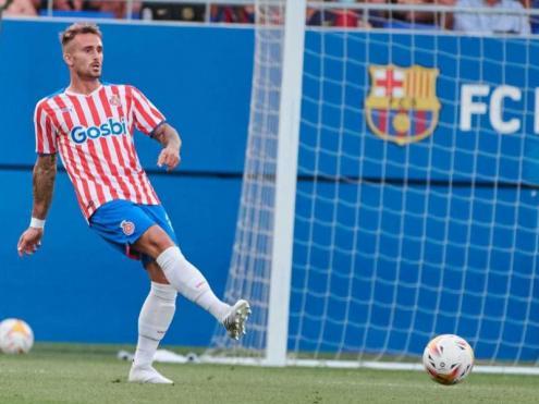 Aleix en acció durant el duel entre el Barça i el Girona a l'estadi Johan Cruyff