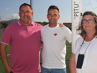 Pitu Comadevall, acompanyat d'Oriol Alsina i Isabel Tarragó, en l'acte d'ahir