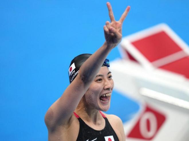 La japonesa Yiu Ohashi contenta per les seves dues medalles d'or