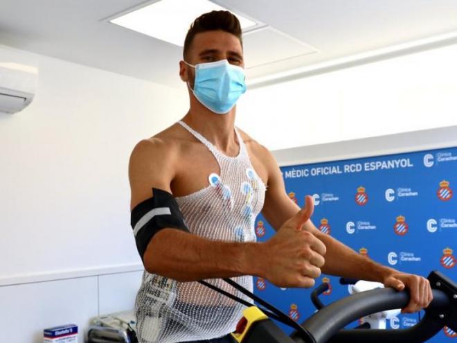 Sergi Gómez ha passat la revisió mèdica i ja ha marxat cap a Marbella a l'estada de l'equip.