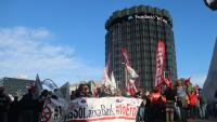Protesta de treballadors de CaixaBank contra l'ERO, el juny passat