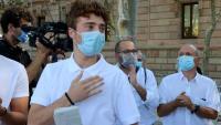 L'activista Pol Serena agraeix la manifestació de suport abans d'entrar al judici a l'Audiència de Barcelona