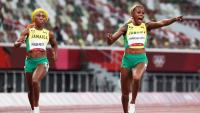 Elaine Thompson-Herah, la cara del triplet jamaicà i Shelly-Ann Fraser-Pryce, la creu, a la línia d'arribada