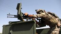 Un oficial de les forces afganeses fa guàrdia en un control de carretera a Herat, a l'oest del país