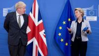 El primer ministre britànic, Boris Johnson, amb la presidenta de la CE, Ursula von der Leyen, a Brussel·les, en una imatge d'arxiu
