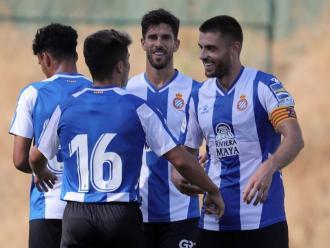 David López felicita Melamed després del seu gol contra el Cadis