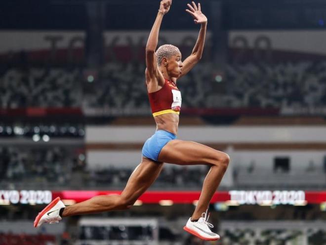 Yulimar Rojas volant cap a la glòria olímpica