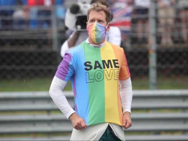 L'alemany amb el missatge que va mostrar abans de córrer