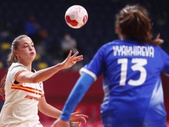 Una acció del partit d'ahir entre Espanya i l'equip rus, jugat a l'estadi Yoyogi sense públic