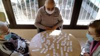 Usuaris de la residència de Solsona fan activitats rutinàries