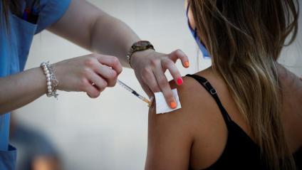 A partir de demà es podrà demanar hora per vacunar els joves de 12 a 15 anys