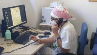 Personal sanitari d'un ambulatori de Girona atèn una trucada telefònica
