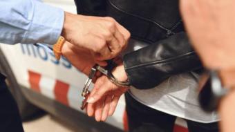 Detenen una dona a Barcelona que estava agredint el seu net de dos anys al carrer