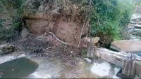 Les lloses sostretes al Molí dels Sors, al marge dret del riu Gurri