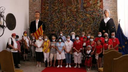 Foto de família en l'acte de presentació del 'Llibre blanc de Catalunya Nord' a l'Ajuntament de la població rossellonesa de Tuïr